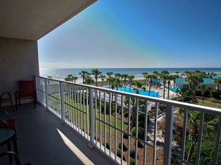Beautiful 2 Bedroom Condo 3rd floor Free Gulf World Tickets Free WiFi, Dunes
