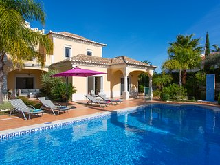 Spacious Family Villa in Almancil Hills, Central Algarve