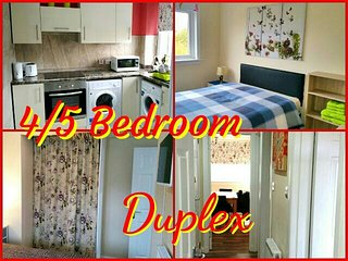 NEW 4 DOUBLE BEDROOM DUPLEX - 2 SHOWER ROOMS-WI FI, Glasgow