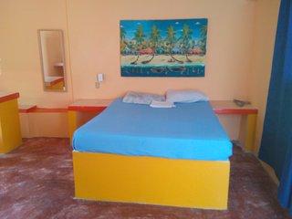 Room #25 Habitacion con bano privado y aire acondicionado