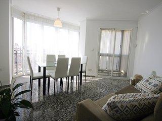 Apartamento amplio y luminoso con vistas al Puerto de Alicante de 3 habitaciones