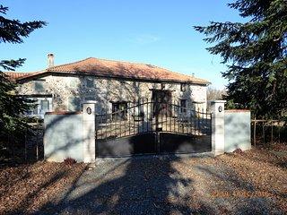 Lakeside, Charente cottage (Wisteria cottage), Lesignac-Durand
