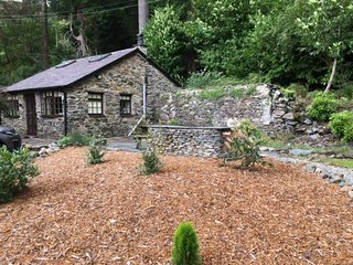 'The Retreat' - Stunning Riverside Cottage near Beddgelert, Snowdonia.