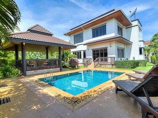 Serisa Villa - 3 bedroom pool villa not far from the beach