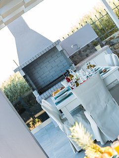 BBQ facilities with direct access to the kitchen will make cooking a pleasant task!