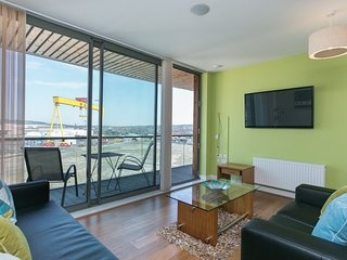 Titanic Qtr 10th Floor Apt Sleeps 6 WIFI PARKING