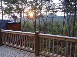 Pine Cone Peaks luxury cabin -Blue Ridge, Georgia