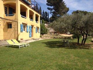 Joli studio indépendant ds villa à la campagne  au calme proche centre ville 3km