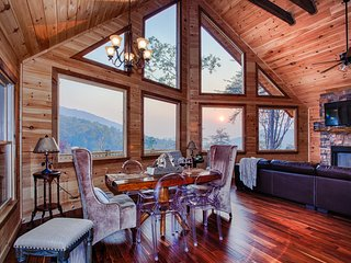 MountainTOP luxury cabin w/ BREATHTAKING VIEWS- PINE CONE PEAKS, Blue Ridge