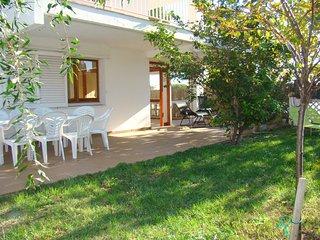Apartamento de planta baja con jardín privado