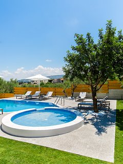 A private heating Swimming Pool is also available upon request at an additional rate.