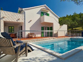 Panoramic Villa With Private Pool And Refreshing Garden