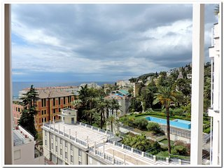 Luxury Apartment in Villa Mafalda! Private Parking, Sanremo