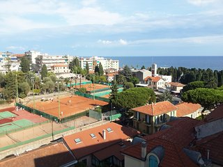 Amazing Sea View, Great Apartment Private Parking, Sanremo