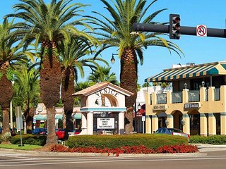 Quaint downtown Venice.. with shops and many restaurants to choose from