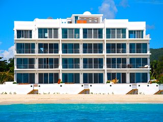 Luxury 2 bedroom with private beach access & hot tub