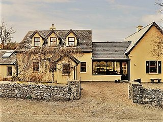 2 Bed 2 Bath Cosy Cottage, Moycullen