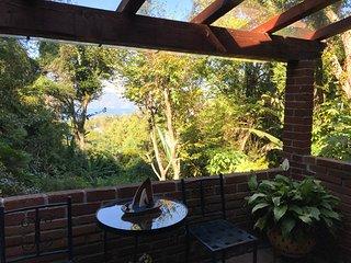 Casa con vista al lago, jacuzzi y arroyo