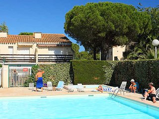 Cap d`Agde apartment in South of France with garden and pool sleeps 4