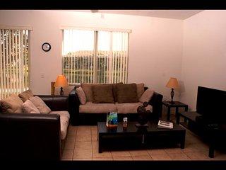 Orlando - Premium Vacation Rental - 8 Guests - 3 Bedrooms, Kissimmee