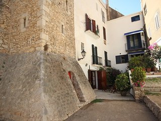 CHARMING APARTMENT IN FRONT THE BEACH. IN THE CENTRE OF HISTORICAL SITGES