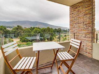 Dog-friendly condo with shared pool and lovely mountain views