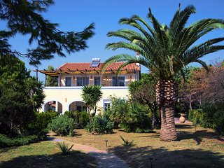 BEACH VILLA IN KORONI