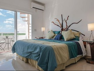 Penthouse studio w/ roof terrace & swimming pool!, Cozumel