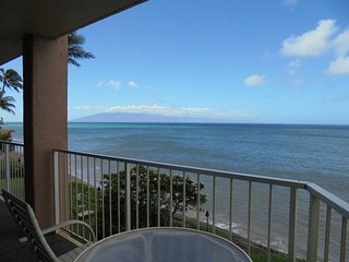 Royal Kahana 210; Two Bedroom, 2.5 Bath OCEANFRONT Home. Free Parking/Wi-FI, Napili-Honokowai