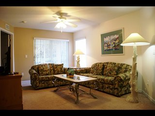 Orlando - Standard Vacation Rental - 8 Guests - 3 Bedrooms, Kissimmee