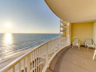 Roomy gulf-front condo with large balcony and community pool, hot tub, sauna, Panama City Beach