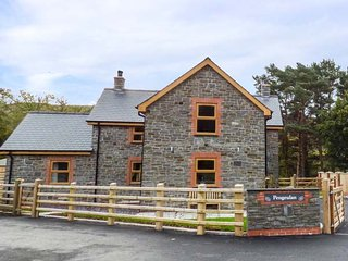 THE FARMHOUSE, luxurious house, lovely views, hot tub, woodburner, Capel Bangor,