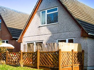 DARTMOOR VALLEY LODGE, four bedrooms, hot tub, on-site facilities, on holiday