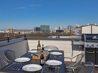 Lavish Townhome near DT Nashville - Huge Rooftop Deck with Commanding View