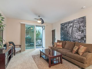 1BR Downtown San Diego Condo w/ Parking – Walk to Petco Park & Gaslamp
