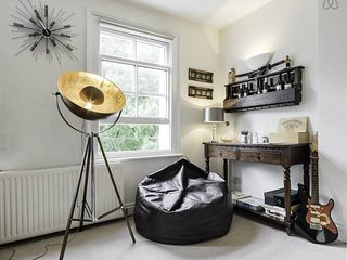 Stylish 2 Bed in Earl's Court - Sleeps 6, Londres