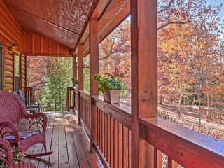 NEW! Scenic 3BR Cabin w/Porch on Lookout Mountain!, Rising Fawn