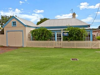 """Historic Moyne River Cottage"", Port Fairy"