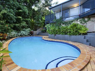 Heliconia on Kara - 4 Bedroom House with Private Pool - Airlie Beach Central