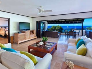 3 Bedroom Beachfront Penthouse in Paynes Bay