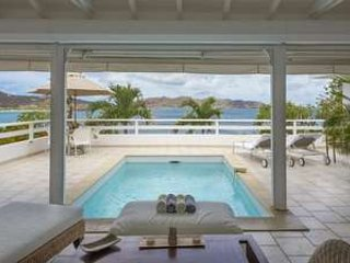 Beautiful 2 Bedroom Hillside Villa in Pointe Milou