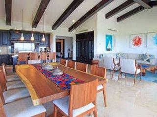 4 Bedroom Oceanfront Condo in Punta Mita, Punta de Mita