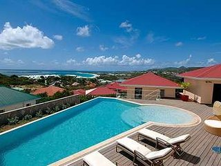 Elegant 3 Bedroom Villa with View in Orient Bay