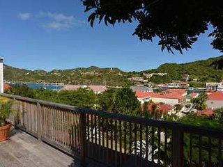 Alluring 2 Bedroom overlooking Gustavia Harbour