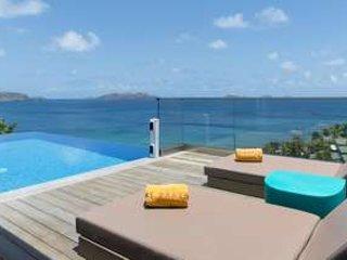 Stylish 3 Bedroom Villa Overlooking the Ocean in Pointe Milou