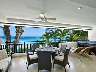 Attractive 3 Bedroom Beachfront Apartment in Paynes Bay