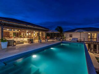 Wondrous 4 Bedroom Villa with Private Pool & Deck in Little Harbour