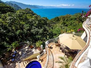 Quaint 6 Bedroom Villa in Puerto Vallarta