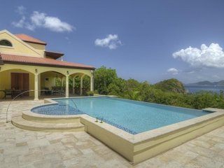 4 Bedroom Villa with Pool & Ocean View in Smugglers Cove