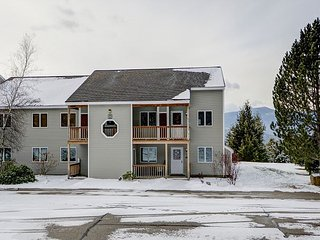 3BR Condo w/ Mtn Views. Cable, Wifi, Near Skiing and North Conway village, Intervale